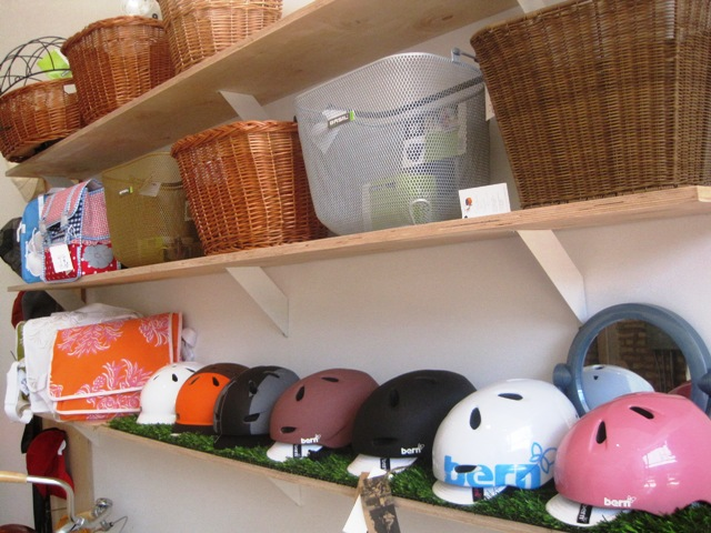 Bern helmets and Basil baskets and bags -- the white messenger bag in the back will soon be bedecking the Batavus.