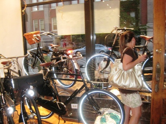 kid is to candy store as Trisha is to Dutch bike shop