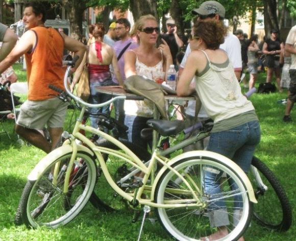 7-11 ccc cream bike
