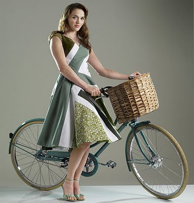 Pendelton with a Pashley Poppy, from the Daily Mail via Cyclechic.co.uk