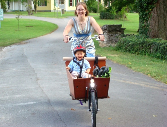 We were all charmed by how happy Oliver looked to be riding in the cab of the Bakfiets with his mom at the wheel.