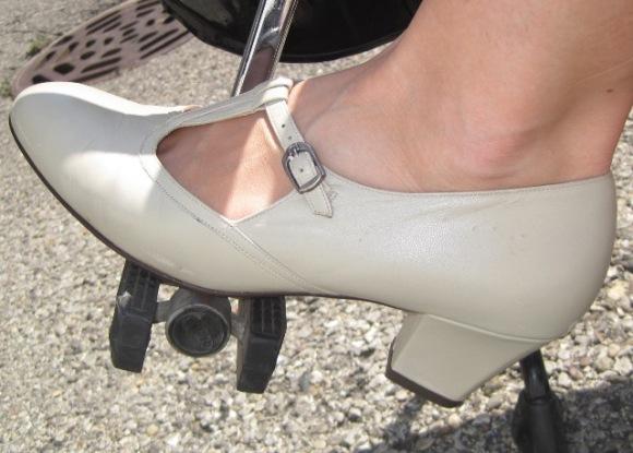 9-3 shoe