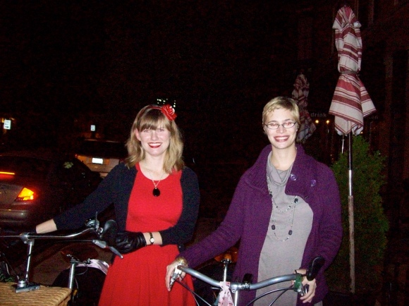 Dottie and Elisa of Bike Skirt on the last Chicago Cocktail Ride